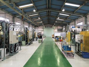 工場見学に来られたお客さまには、全ての工程を公開することで信頼を得ている