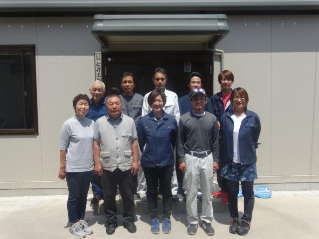 前列中央が友成社長、その左が松井憲一郎会長夫妻