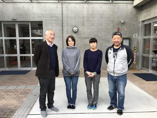 写真左から富田忠一理事(施設長)、和田泰子事務長、奥田陽子主任、米田守主任