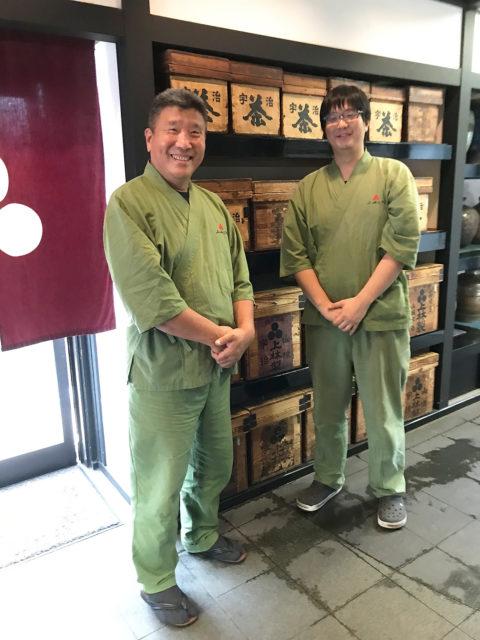 左-16代目上林三入氏、右-17代目田中宏季氏