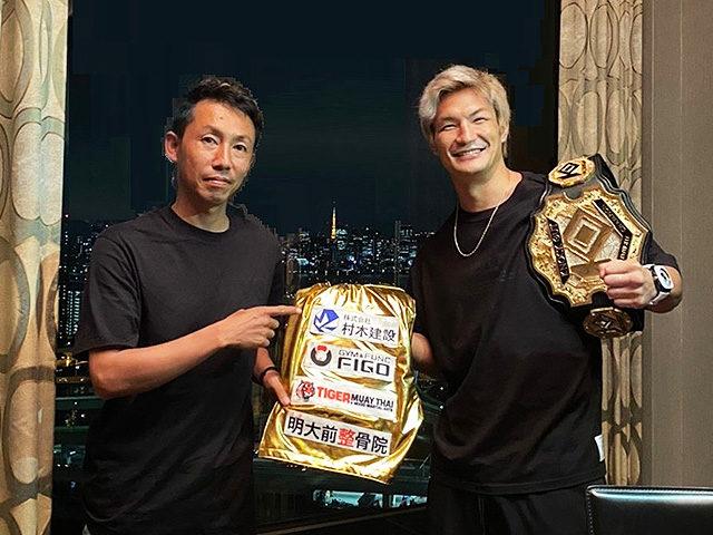 村木龍男社長(左)と 格闘家の松倉信太郎氏